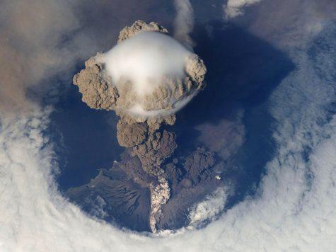 Aproape 100 de vulcani descoperiți sub stratul de gheață din Antarctica